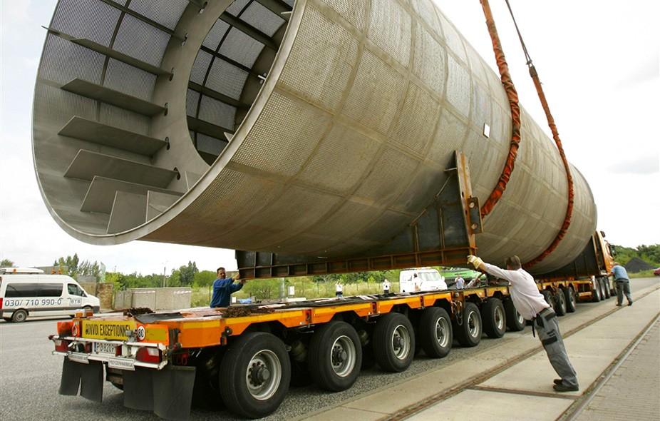 TKW-Junior Berlin organisiert und begleitet auch schwere Logistikaufgaben sicher zum Ziel.